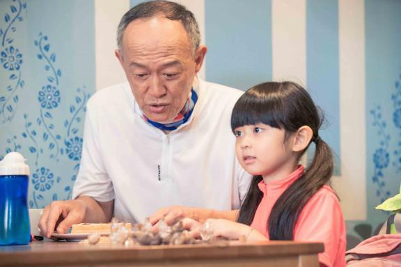 星泰娛樂提供04_金士傑客串帶著孫女旅遊的溫暖爺爺